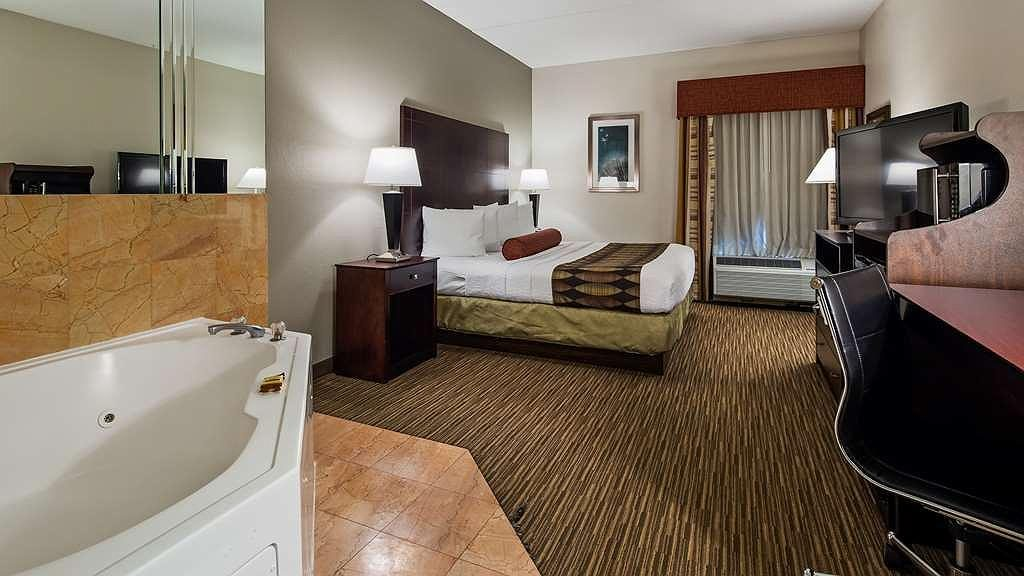 Jetted Tub Suites Near Chicago O'HARE Aiport ORD